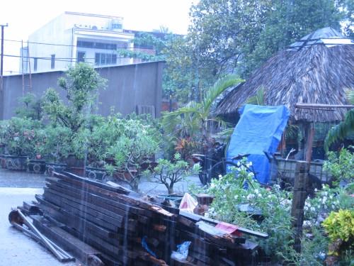 xóm trọ trong mưa
